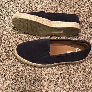 Like new Clarks slip-on loafers